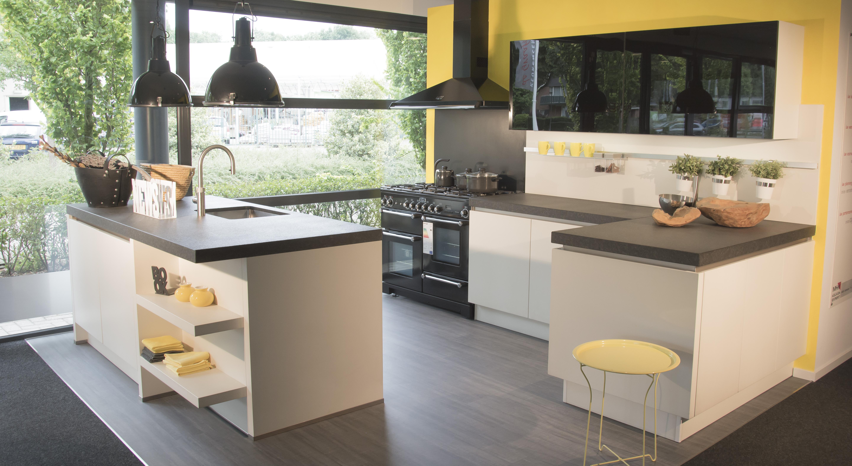 Greeploze Witte Keuken : Showroomkeukenbeurs greeploze keukens in de uitverkoop