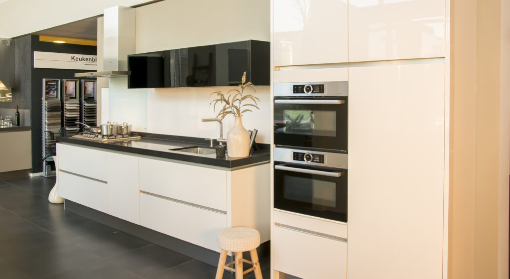 Moderne Greeploze Keuken : Showroom moderne greeploze keuken keukencentrum de graafschap